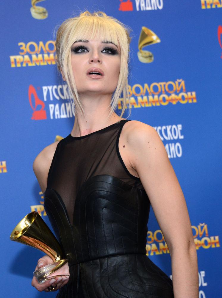 Şarkıcı Polina Gagarina 2013 Altın Gramafon Müzik Ödülü Töreni'ne katılıyor