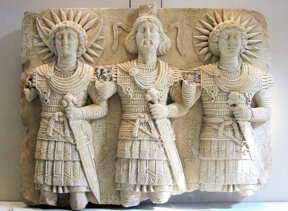 Palmira tanrıları. Soldan sağa: Ay Tanrısı Aglibol, Güç ve Gökyüzü Tanrısı Beelshamen, Güneş Tanrısı Malakbel.