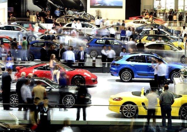 Çok sayıda markanın görücüye çıktığı Auto Show 2015, kapılarını otomobil tutkunlarına açtı.