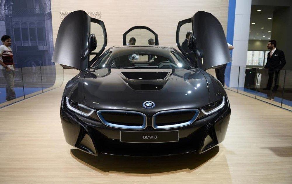 BMW İ8 modeli.