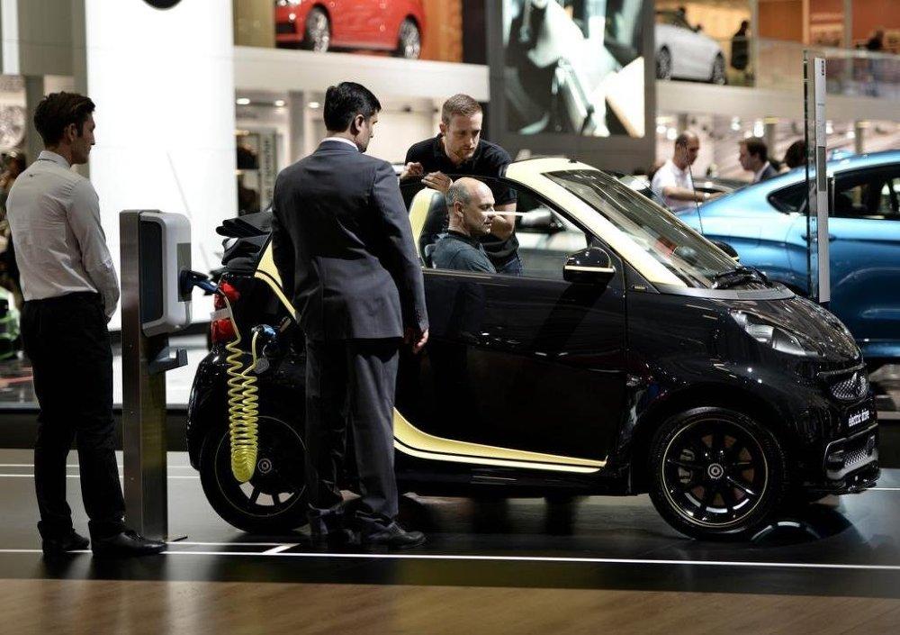 Fuarda markalar yeni nesil elektrikli otomobillerini de tanıttı. Mercedes'in Smart electric drive modeli.