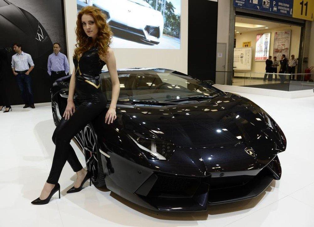 Lamborghini Aventador LP700-4 Roadster modeli.