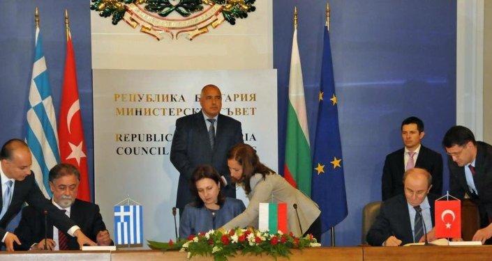 Türkiye, Bulgaristan ve Yunanistan arasında gerçek zamanlı bilgi paylaşımını içeren Polis ve Gümrük İşbirliği Ortak Temas Merkezi Kuruluş ve İşleyişi Anlaşması imzalandı.