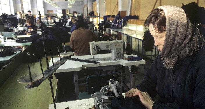 Rusya çalışan kadın fabrika