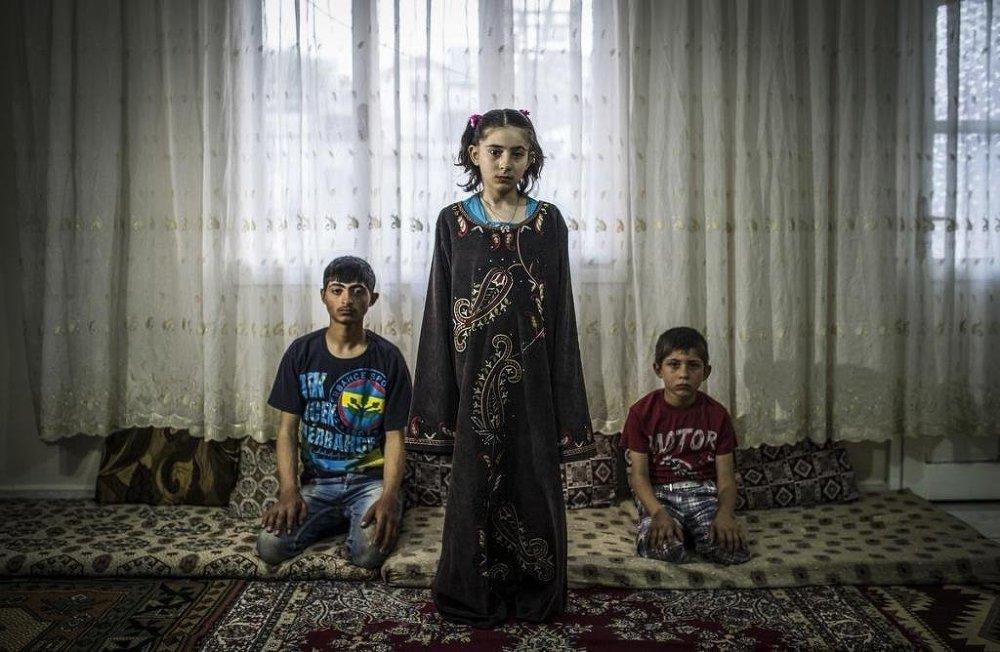 Annelerinin ölümüne tanıklık eden çocukların tek hayali evlerine geri dönmek.
