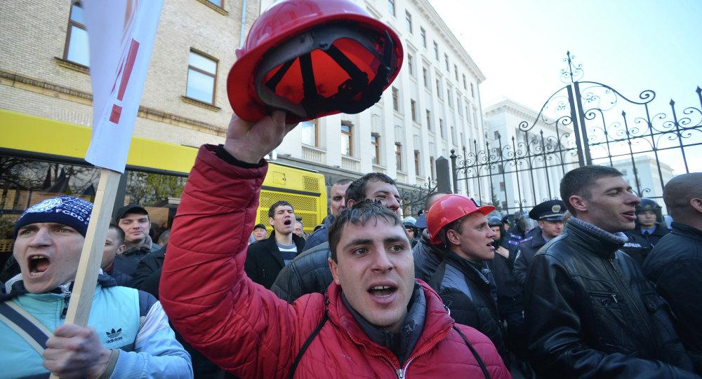 Ukraynalı sendikalar, hükümeti protesto ediyor