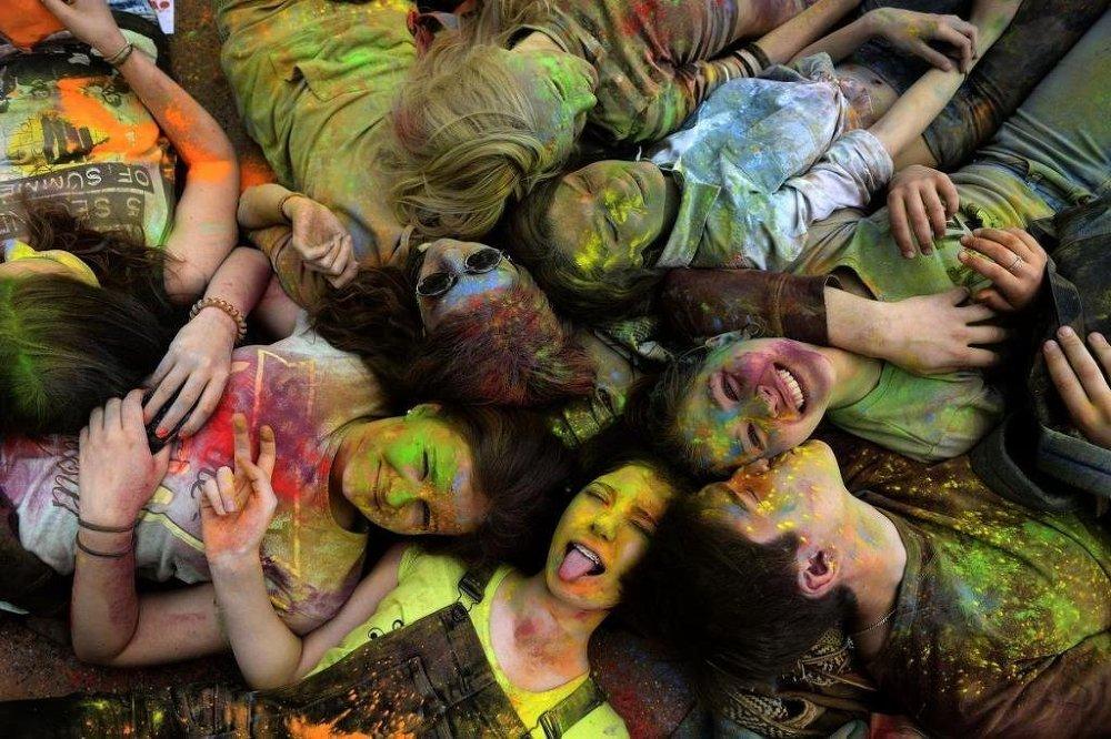 Festivalin bir diğer isim de 'Renklerin Festivali'.