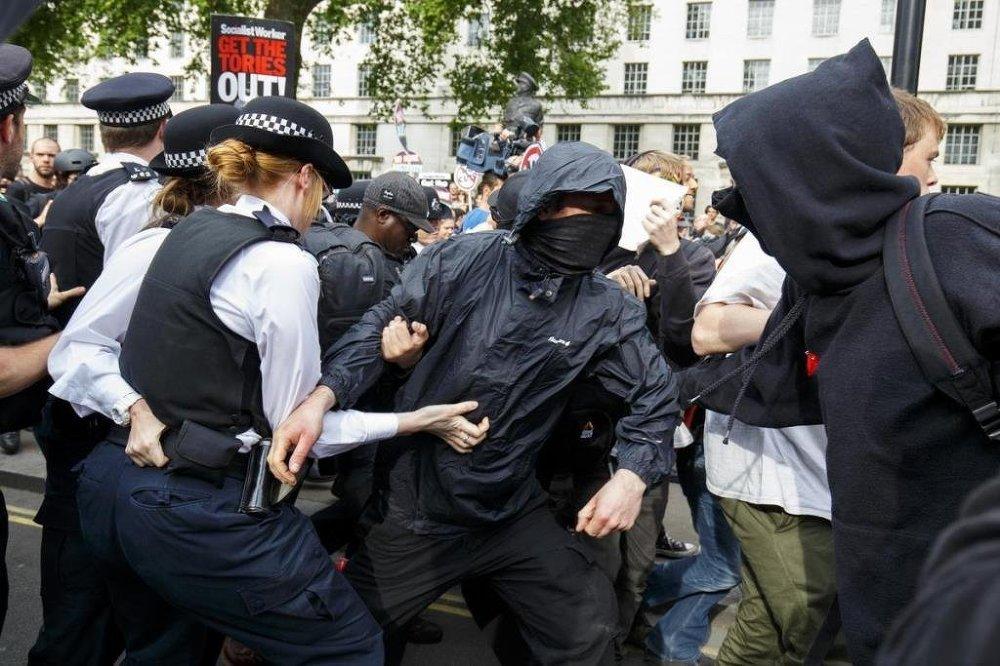 Protestocularla polis arasında çıkan arbede sonucu 3 kişi gözaltına alındı.
