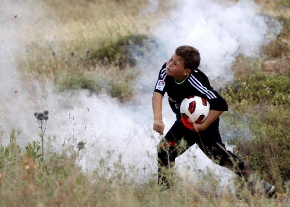 İsrail güvenlik güçleri gösteriye, göz yaşartıcı gaz kullanarak müdahale etti.
