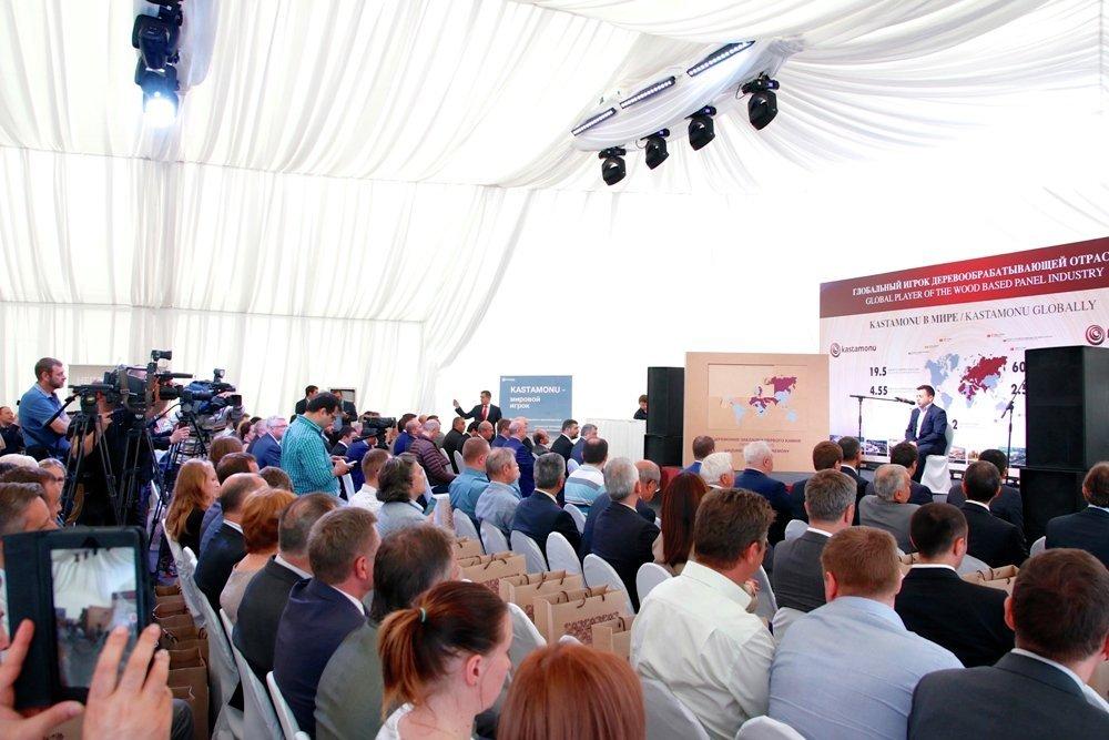 Lyudinovo özel ekonomik bölgesinde, Türk ahşap şirketi Kastamonu'ya ait tesisin temel atma töreni.