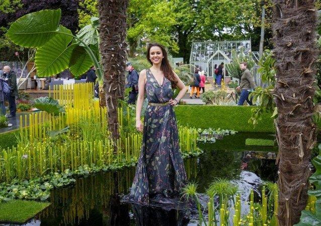 İsveç güzeli Camilla Hansson da fuara katılanlar arasındaydı.