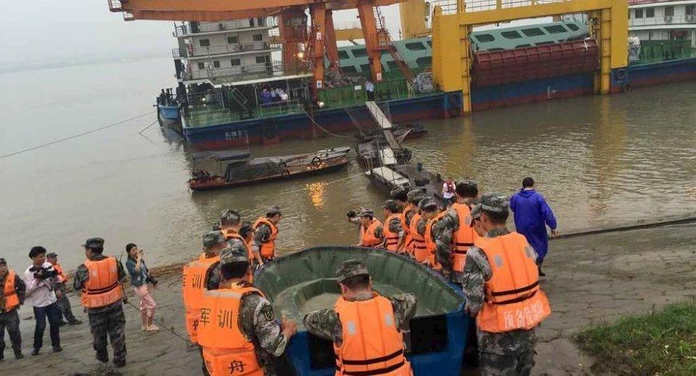 Çin'de yolcu gemisi battı