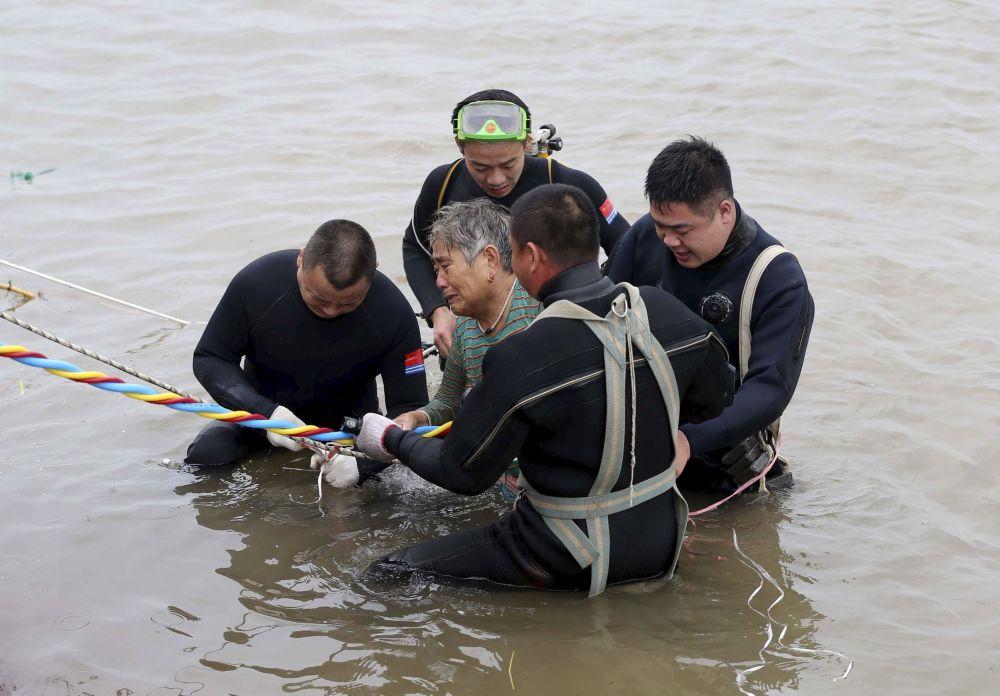 Çin polisi yolcu gemisinin battığı bölgeye yöneliyor