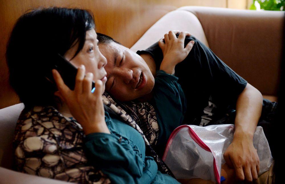 Çin'de batan gemide bulunan yolcuların akrabaları