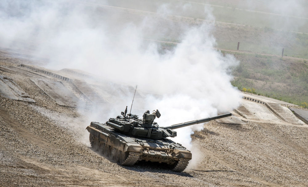 T-72B3 tankı, Moskova Bölgesi'nde Ordu-2015 uluslararası askeri teknik forumuna hazırlık kapsamında teçhizat sergisinde.