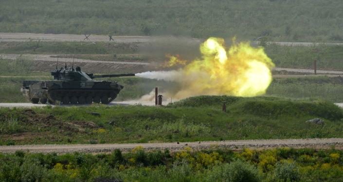 Sprut-SD tanksavar top ile donatılmış kundağı motorlu topçu sistemi, Moskova Bölgesi'nde teçhizat sergisi sırasında.