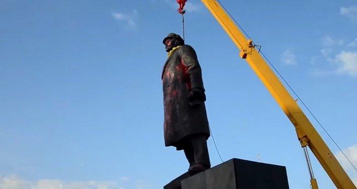 Slavyansk'ta Lenin heykeline saldırı