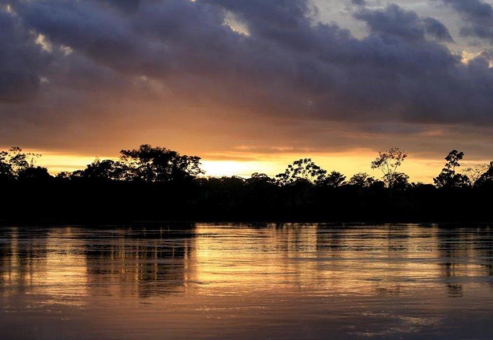 Amazon heyecanını kaçırmak istemeyen turistler sabahın çok erken saatlerinde kalkarak gün doğumunu görüntülüyor.
