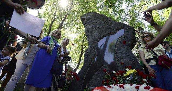 Nazım Hikmet, ölümünün 52'inci yılında Rusya'nın başkenti Moskova'daki mezarı başında anıldı.