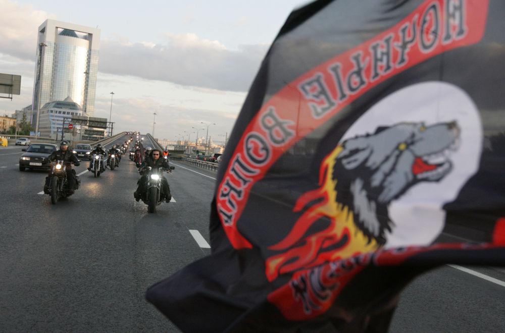 'Gece Kurtları' motosiklet kulübünün üyeleri
