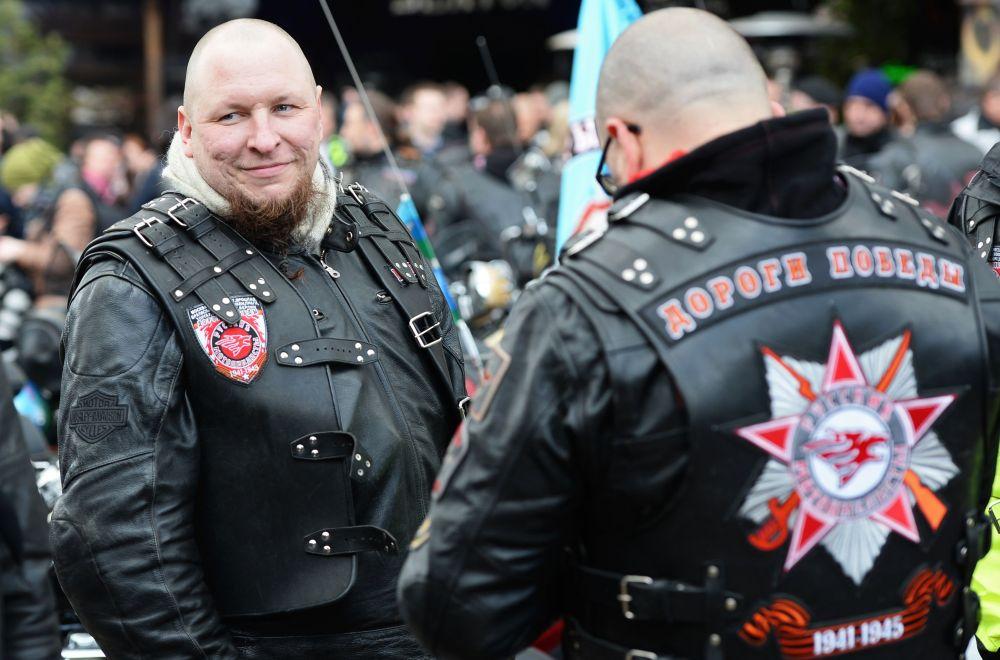 'Gece Kurtları' adlı motosikletçi grubunun üyeleri