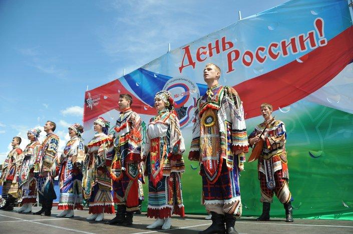 Moskova Belediyesi Kültür İdaresi Başkanı Aleksandr Kibovskiy Rusya Günü şerefine büyük bir kutlama programı hazırladık. Moskova'daki müzeler, parklar, sergi salonları, kütüphaneler, kültür merkezleri gibi 200'ü aşkın yerde 1000'den fazla etkinlik gerçekleştirilecek dedi.