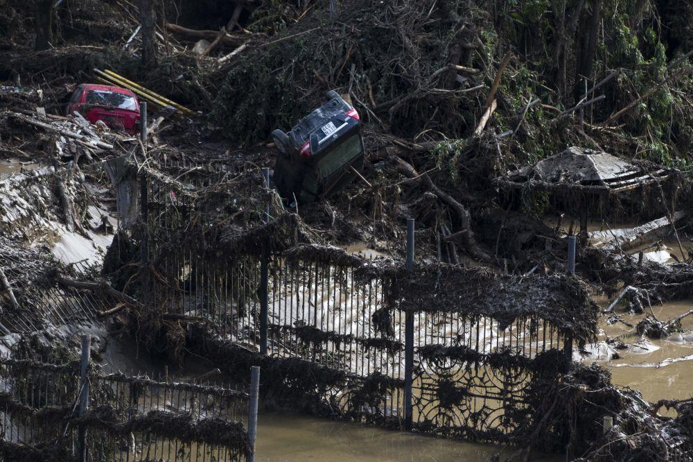 Tiflis'te meydana gelen selden zarar gören araçlar