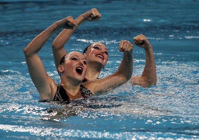Avrupa Oyunları yüzme düet finalinde Rus sporcular Valeriya Filenkova ve Daria Kulagina