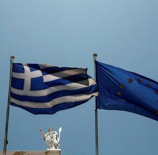 Yunanistan ve AB bayrakları