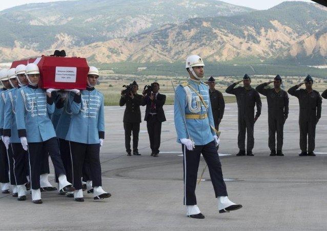 9. Cumhurbaşkanı Süleyman Demirel'in naaşı, TSK'ya ait uçakla Isparta'ya getirildi.