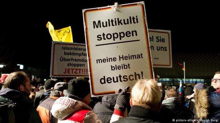 Avrupalı araştırmacılara göre, Alman Türklerin yurtlarına dönmelerinin temel nedenlerinden biri İslamofobi.