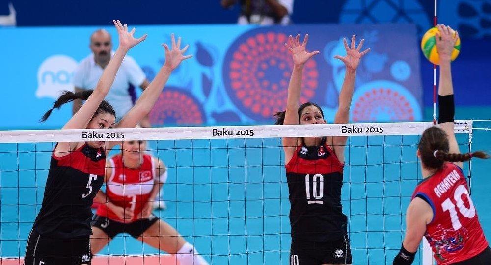 Bakü 2015 1. Avrupa Oyunları'nda mücadele eden Türkiye Kadınlar Voleybol Milli Takımı, Azerbaycan ile karşılaştı.