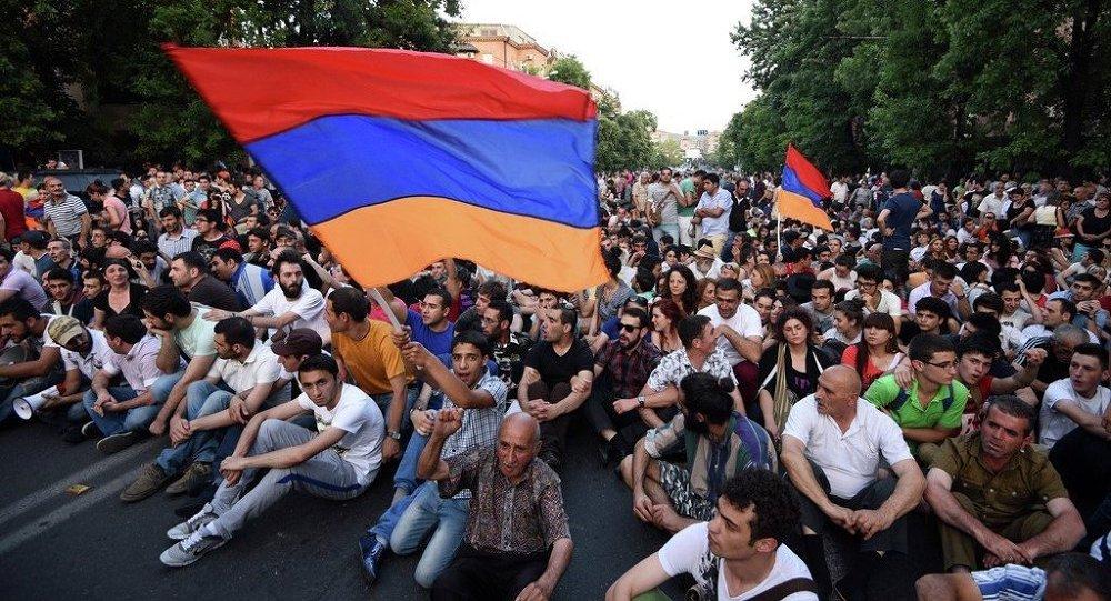Ermenistan protesto
