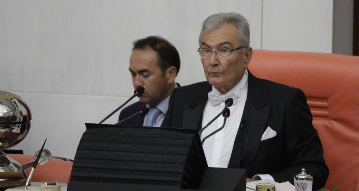 TBMM'de 25. Dönem ve yemin töreni geçici Meclis Başkanı Deniz Baykal'ın başkanlığında başladı.