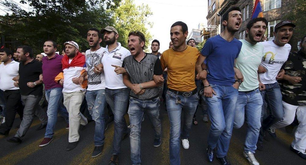 Ermenistan'da protesto gösterisi