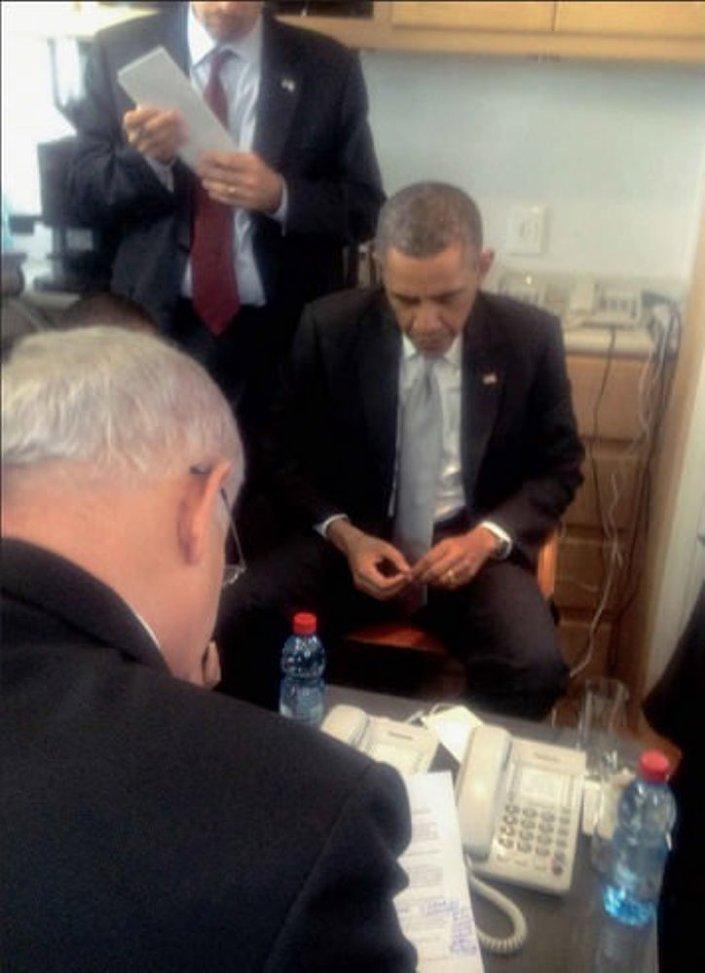 ABD'de 2009- 2013 arası görev yapan Oren, Obama nezaretinde gerçekleşen özür anının fotoğrafını da paylaştı.
