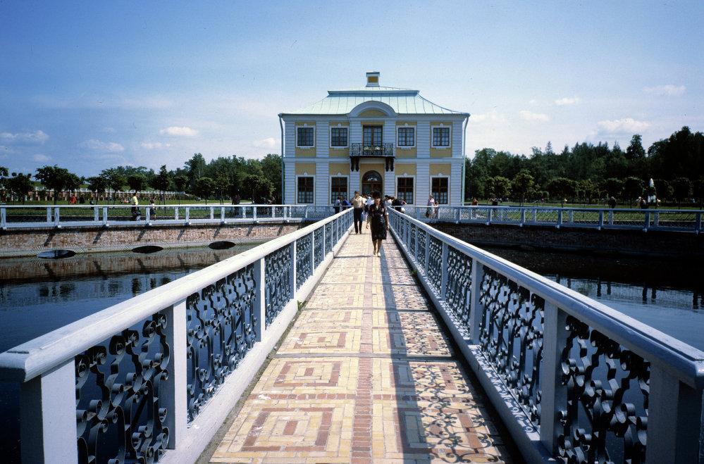 Petergof açık hava müzesinde 'Marli' Sarayı