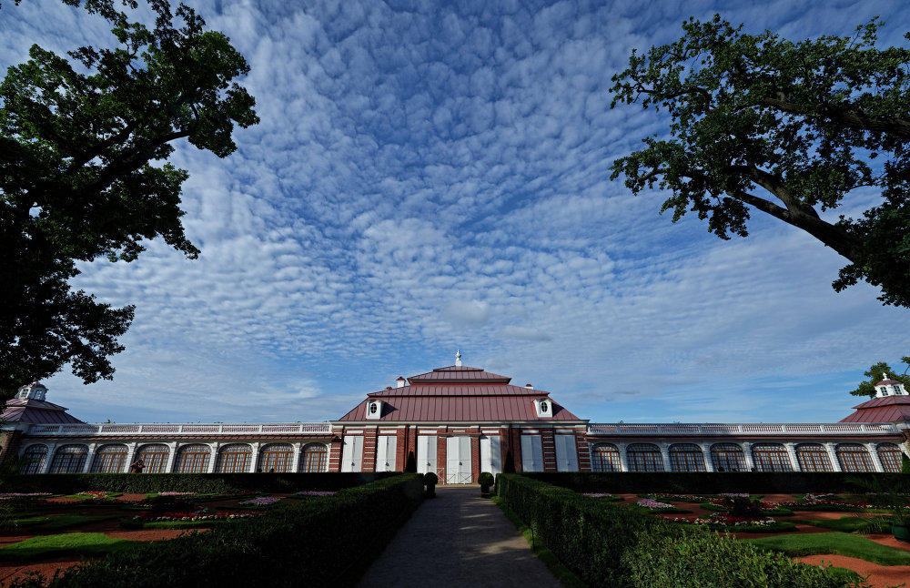 Petergof açık hava müzesinde 'Monplezir' Sarayı