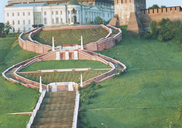 Nijniy Novgorod'daki Çkalov merdiveni ve Kremlin manzarası