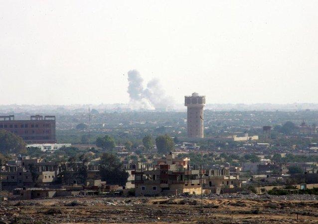 Mısır'ın Sina Yarımadası'na bağlı Refah kentinde Mısır askeri ile silahlı gruplar arasında çatışma çıktı.