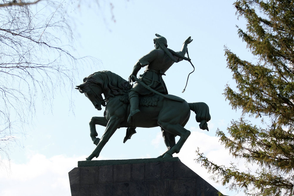 Üünlü Başkurdistan istiklal savaşcısı ve şairi Salavat Yulayev anıtı