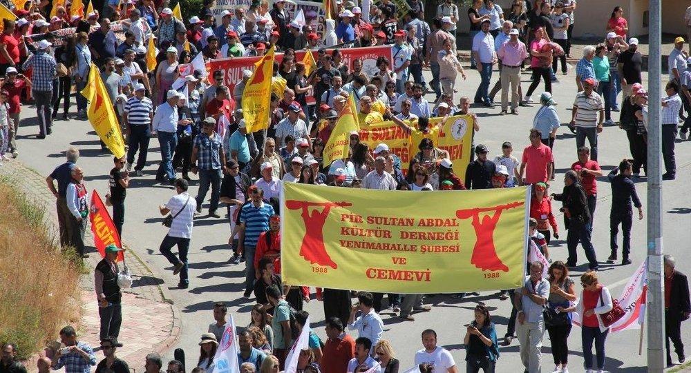 Sivas'ta 2 Temmuz 1993'te çıkan olaylarda hayatını kaybedeneler, Sivas'ta düzenlenen programla anıldı. Anma programına katılan vatandaşlar yürüyüş yaptı.