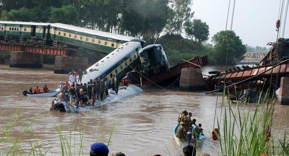 Pakistan tren kazası