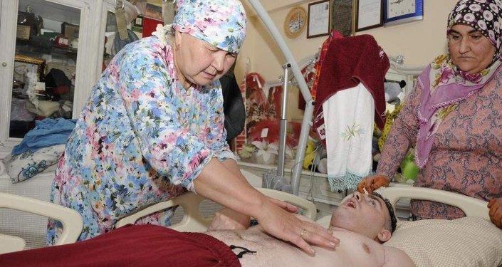 Rus genç Umut, bioenerji uzmanınca tedavi edilecek