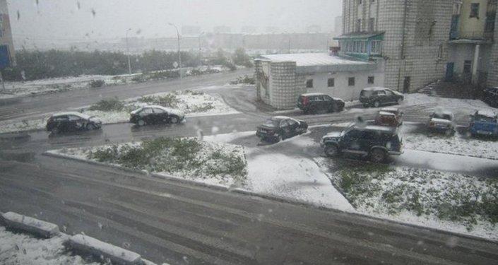 Rusya'nın kuzeyindeki Vorkuta kentinde kar yağdı.