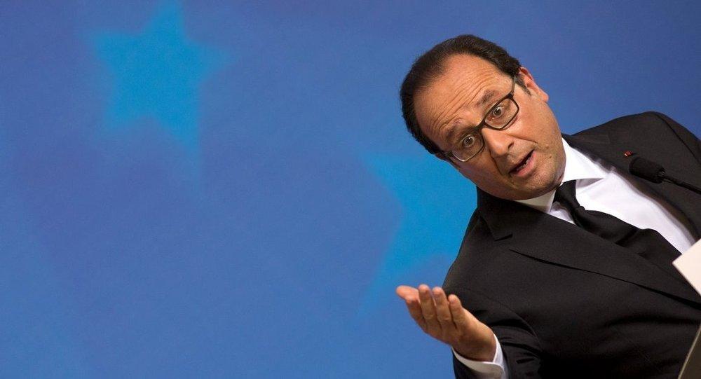 Zirvenin ardından konuşan Fransa Cumhurbaşkanı François Hollande, 'Şu an tartıştığımız olay Yunanistan'ın Euro Bölgesi ve AB'deki yeri' diyerek, ilk kez Yunanistan'ın AB'deki geleceğinin de sorgulandığına net şekilde işaret etti. Öte yandan Hollande hâlâ anlaşma ihtimali olduğunu, ama zaman kaybedilmemesi gerektiğini vurguladı.