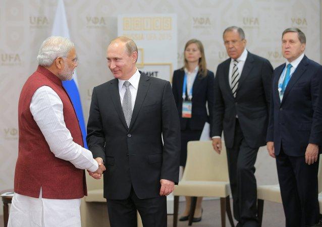 Vladimir Putin ve Narendra Modi