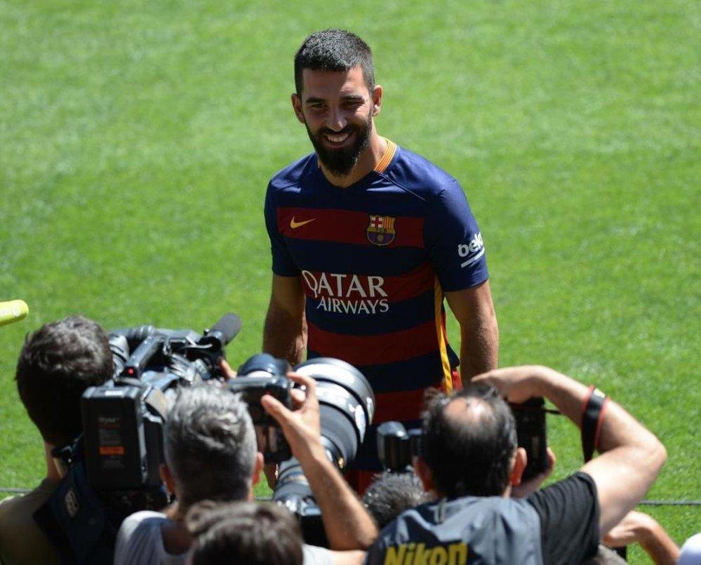 Dünyaca ünlü İspanyol kulübü Barcelona, Arda Turan'la transferi konusunda anlaşmaya vardığını açıkladı