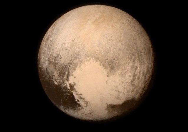 Plüton'un gizemi aydınlatıyor
