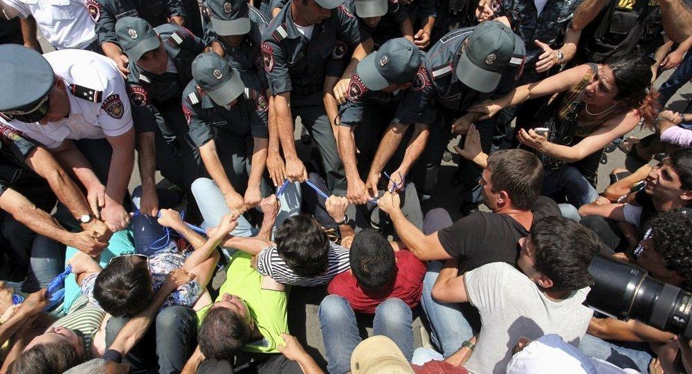 Ermenistan elektrik zammı protestoları